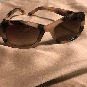 Brand New Burberry Sunglasses (🚚 FREE SHIPPING)